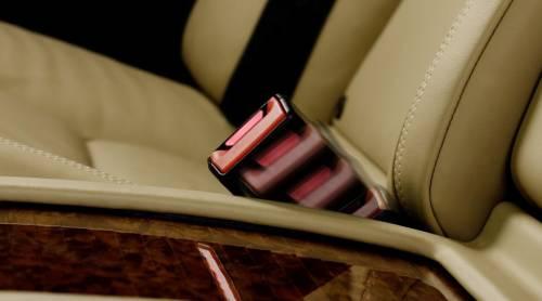 Mercedes усовершенствовал задние ремни безопасности