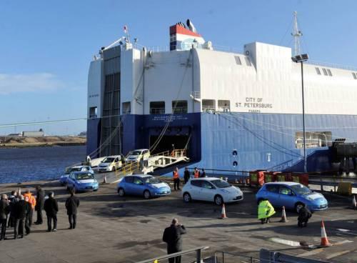 Сухогруз потерял в Японском море 52 автомобиля