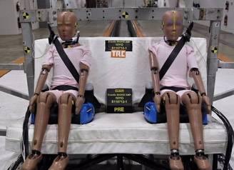 Власти США протестируют автокресла для взрослых детей