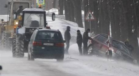 Под Брянском белорусы спустили в кювет угнанный автомобиль