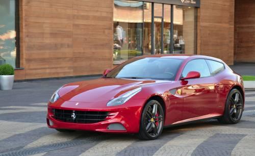 Полноприводное четырехместное купе Ferrari FF