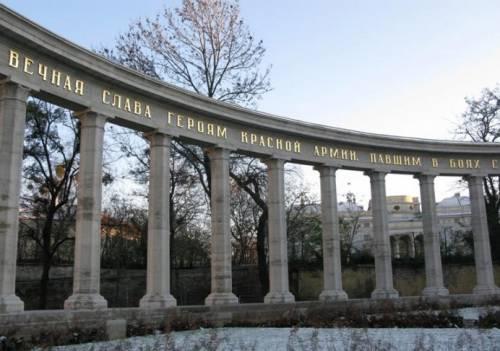 Монумент советским воинам