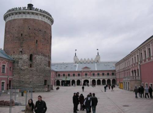 Королевский дворец и внутренний двор