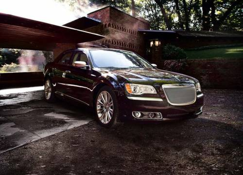 Chrysler начинает продажи в России седана 300C 2012-го модельного года